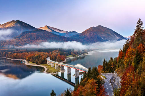 Lenggries「Lake sylvester - Sylvensteinspeicher at Autmun, Sylvensteinsee, Bavaria, Germany」:スマホ壁紙(10)
