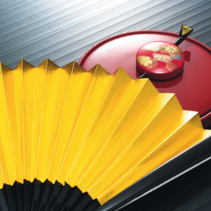 Hand Mirror「Japanese folding fan and hairpin on hand mirror, high angle view」:スマホ壁紙(4)