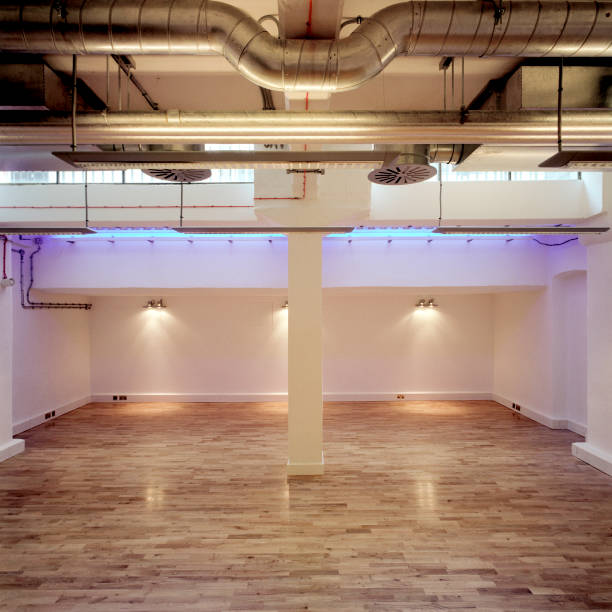 Deserted interior showing air conditioning ducts and laminate flooring.:ニュース(壁紙.com)