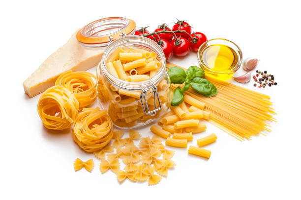 Ingredients for cooking Italian pasta isolated on white:スマホ壁紙(壁紙.com)