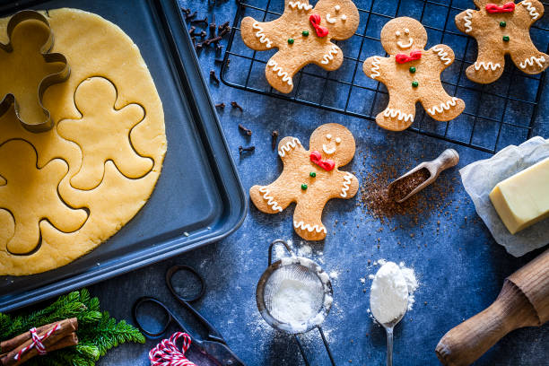 Ingredients and utensils for Christmas cookies preparation:スマホ壁紙(壁紙.com)