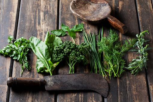Tarragon「Ingredients of Frankfurt green sauce, old cleaver and wooden spoon」:スマホ壁紙(5)