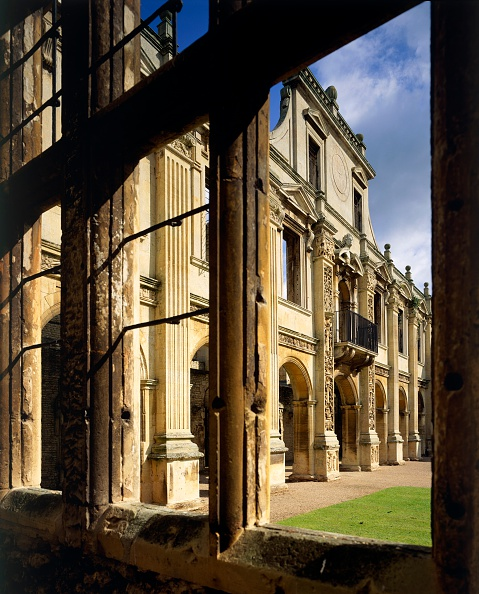 Elizabethan Style「North side of the inner court of Kirby Hall, Northamptonshire, c2000s(?)」:写真・画像(5)[壁紙.com]