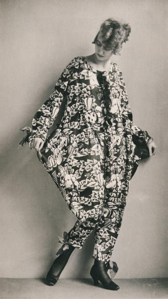 "Wiener Werkstaette Style「Pyjama sewed with the fabric ""Hesperidenfrucht"" by the Wiener Werkstaette designer Dagobert Peche. Photograph. 1920.」:写真・画像(6)[壁紙.com]"