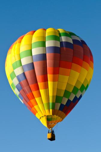 気球「カラフルなチェックの熱気球で分離ブルースカイ」:スマホ壁紙(17)