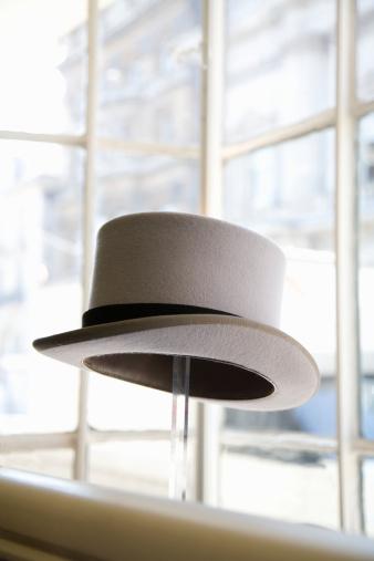 シルクハット「Top hat in shop window display」:スマホ壁紙(11)