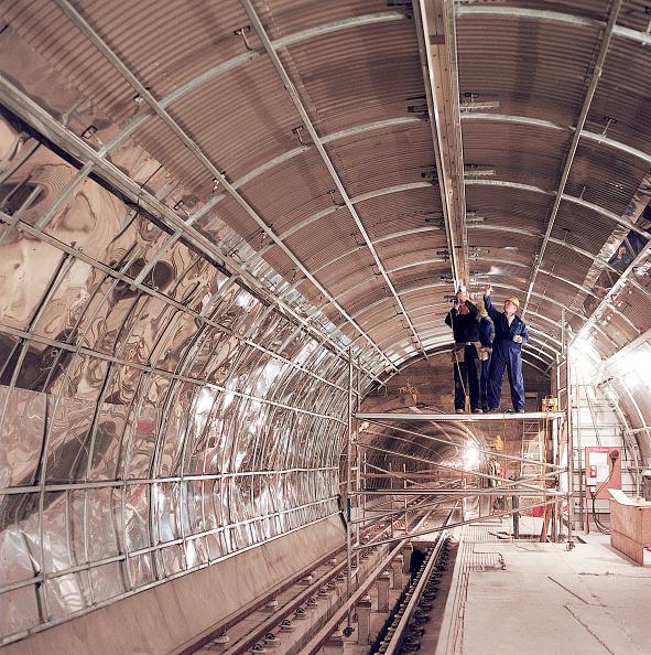Dust「Partially cladded tunnel during refurbishment of Angel Underground station. London, United Kingdom.」:写真・画像(13)[壁紙.com]
