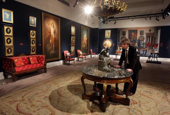 Examining「Sotheby's Prepare To Auction The Interiors Of Versace's Lake Como Villa」:写真・画像(17)[壁紙.com]