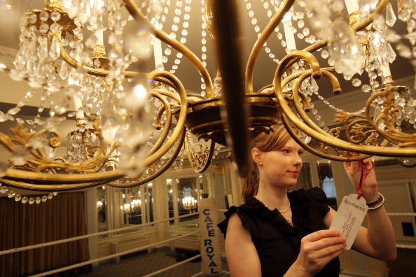 Chandelier「Cafe Royal Contents To Be Auctioned After Its Closure」:写真・画像(13)[壁紙.com]