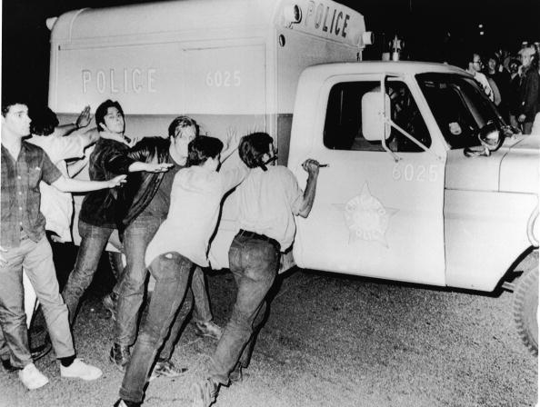 Democratic National Convention「Protestors Push Police Vehicle At 1968 Democratic National Convention」:写真・画像(5)[壁紙.com]