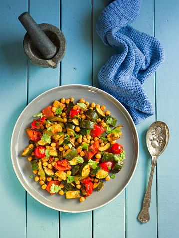 セロリ「ひよこ豆のスパイシー ロースト野菜」:スマホ壁紙(6)