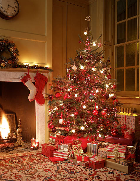 Gifts in front of Christmas tree:スマホ壁紙(壁紙.com)