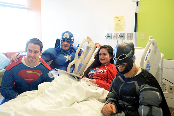 John Moore「Boston Bruins Celebrate Halloween In Costume At Boston Children's Hospital」:写真・画像(9)[壁紙.com]