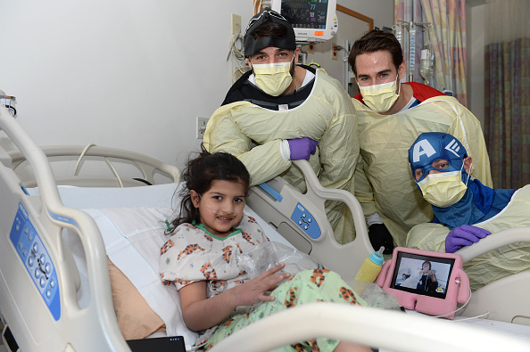 John Moore「Boston Bruins Celebrate Halloween In Costume At Boston Children's Hospital」:写真・画像(8)[壁紙.com]