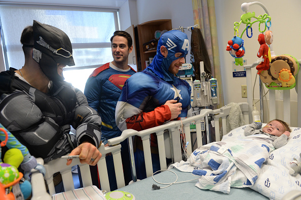 John Moore「Boston Bruins Celebrate Halloween In Costume At Boston Children's Hospital」:写真・画像(4)[壁紙.com]