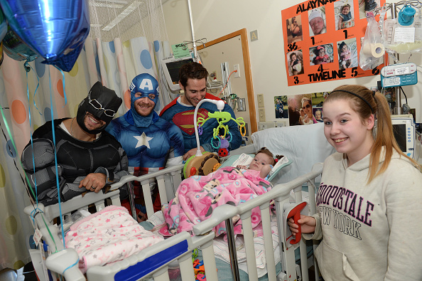 John Moore「Boston Bruins Celebrate Halloween In Costume At Boston Children's Hospital」:写真・画像(10)[壁紙.com]