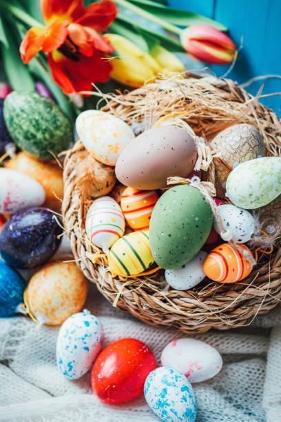 Nicely decorated Easter Basket with Flowers:スマホ壁紙(壁紙.com)