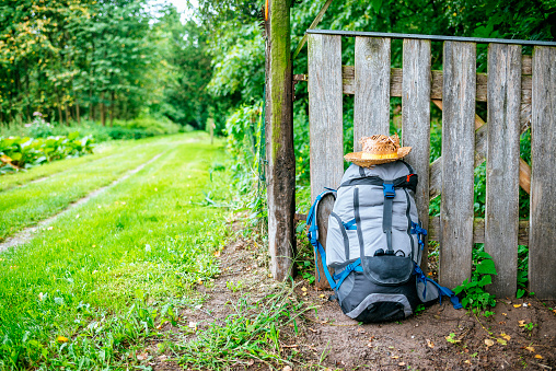 Backpack「France, Strasbourg, travel backpack and straw hat in front of wooden fence on the way」:スマホ壁紙(14)