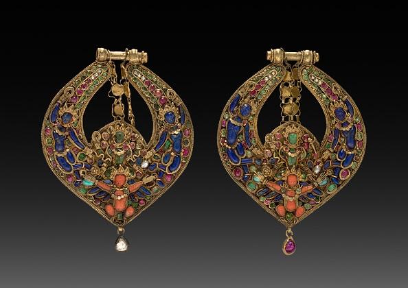 God「Pair Of Deity Earrings With Vishnu On Garuda (Front) And Chepu (Monster Mask) (Back)」:写真・画像(18)[壁紙.com]