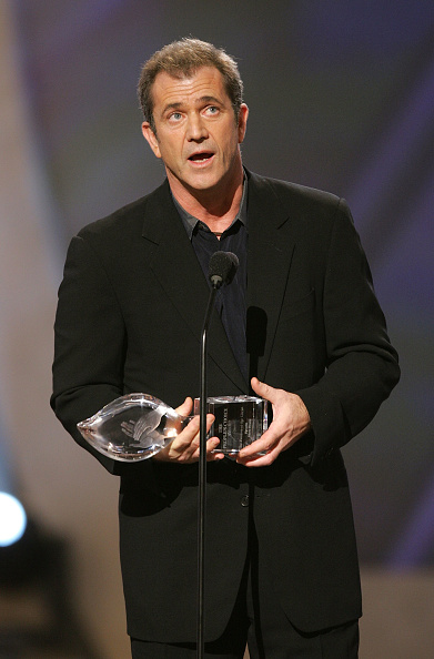 Fully Unbuttoned「31st Annual People's Choice Awards - Show」:写真・画像(3)[壁紙.com]