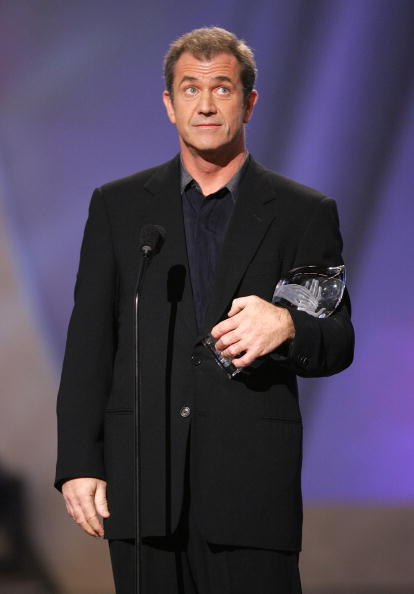Fully Unbuttoned「31st Annual People's Choice Awards - Show」:写真・画像(4)[壁紙.com]