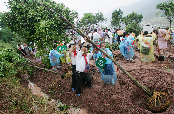 ヒューマンインタレスト「Tree-planting Ceremony Rehearsal Of The 2005 Asia Pacific Cities Summit」:写真・画像(1)[壁紙.com]