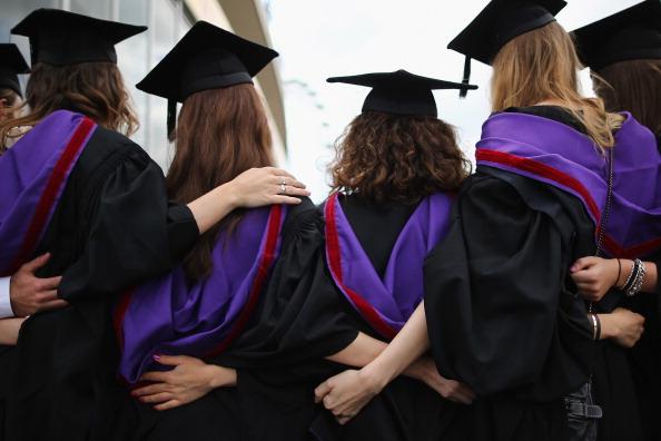 University「Graduates Celebrate On The Southbank」:写真・画像(17)[壁紙.com]