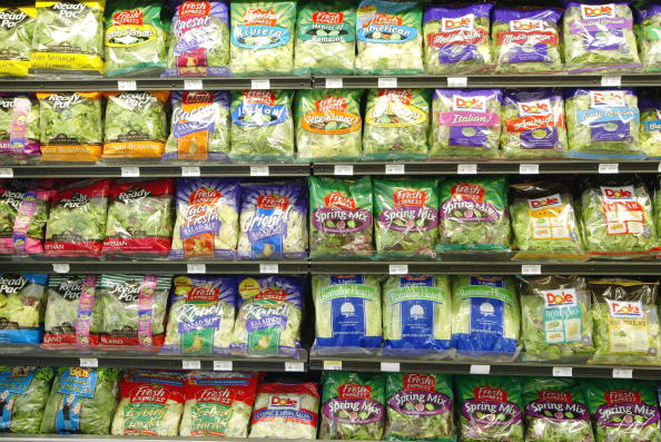 Salad「Packaged Salad Is The Second Fastest Selling Item On Grocery Shelves」:写真・画像(0)[壁紙.com]