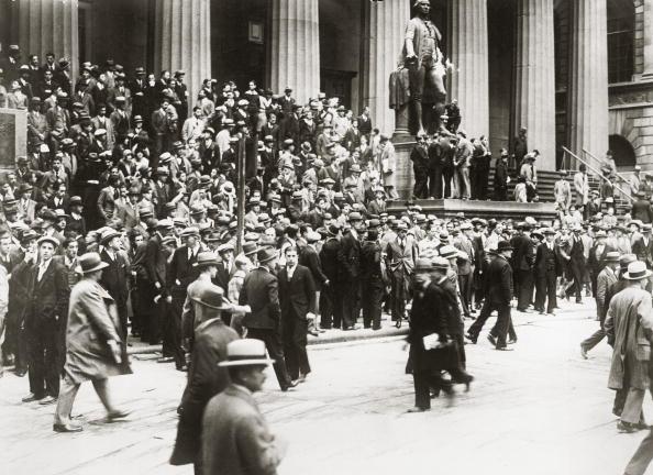 Crisis「Crowds at New York stock market」:写真・画像(14)[壁紙.com]