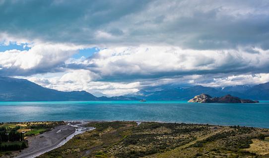 cloud「Island at Lago Gral Carrera, General Carrera Province, Chile」:スマホ壁紙(15)
