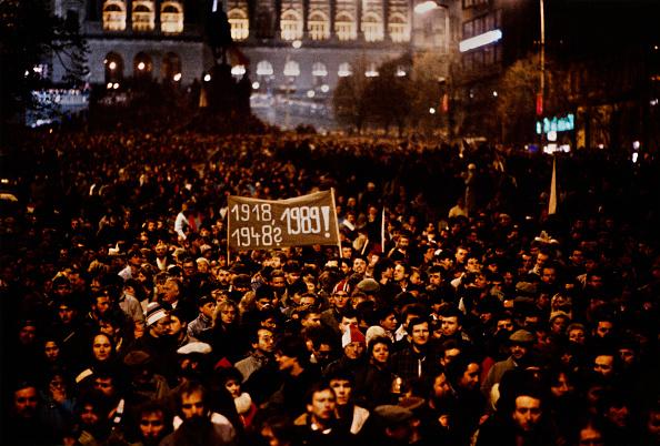 1989「Velvet Revolution」:写真・画像(2)[壁紙.com]