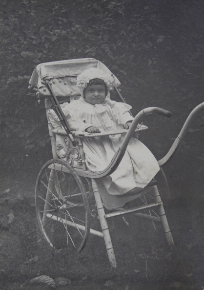 1900「Approximately 2-Year-Old Baby In An Ornately Lathed Stroller. About 1900. Photograph.」:写真・画像(19)[壁紙.com]