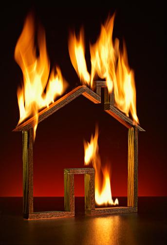 Smoke Detector「House shape on fire」:スマホ壁紙(15)