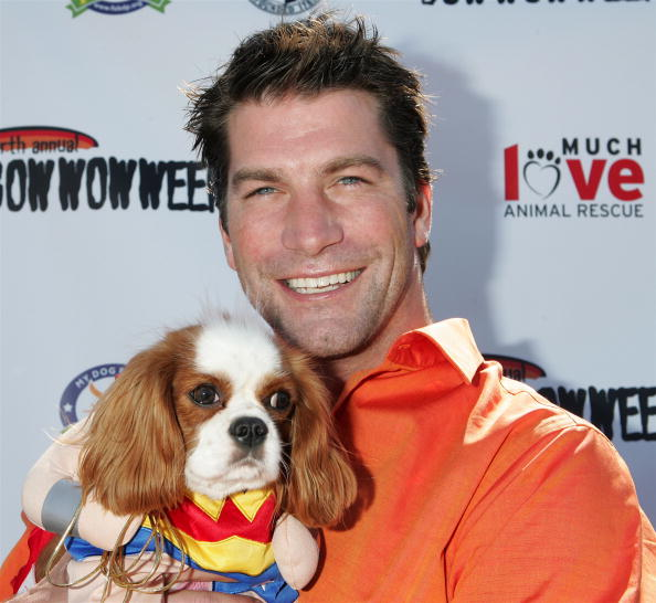 Awe「4th Annual Much Love Animal Rescue Bow Wow Ween - Arrivals」:写真・画像(11)[壁紙.com]