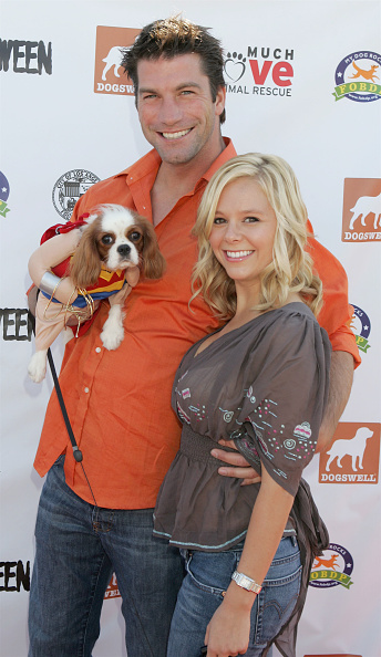 Awe「4th Annual Much Love Animal Rescue Bow Wow Ween - Arrivals」:写真・画像(15)[壁紙.com]