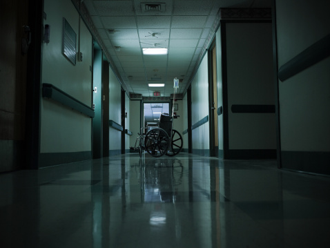 Abandoned「Empty wheelchair and intravenous drip in hospital corridor」:スマホ壁紙(0)