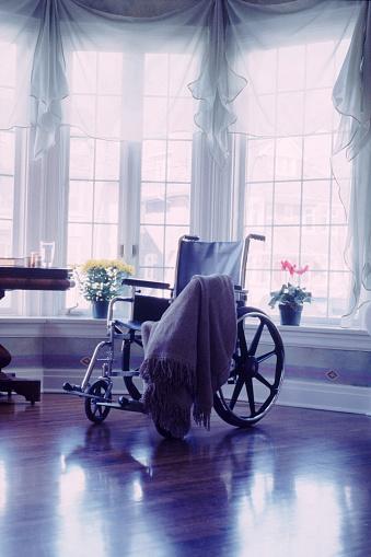 Healing「Empty wheelchair」:スマホ壁紙(6)