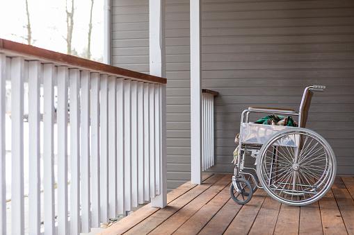 Physical Disability「Empty wheelchairon porch」:スマホ壁紙(4)