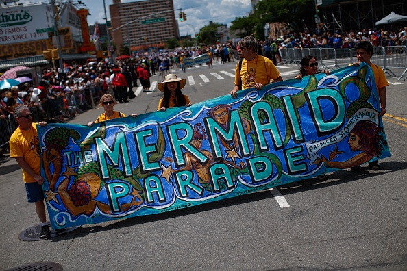 Annual Event「Annual Mermaid Parade Held At Coney Island」:写真・画像(2)[壁紙.com]