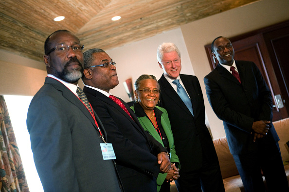 Advice「Bill Clinton Meets With Haitan Officials Regarding Elections」:写真・画像(3)[壁紙.com]