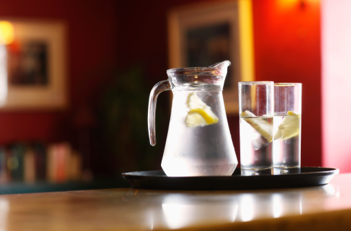 Lemon Soda「jug and glasses of water at bar」:スマホ壁紙(6)