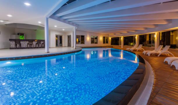 Luxury resort indoor swimming pool:スマホ壁紙(壁紙.com)