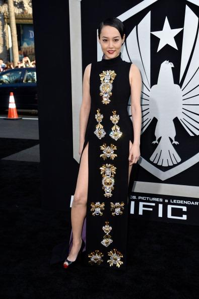 ノースリーブワンピース「Premiere Of Warner Bros. Pictures And Legendary Pictures' 'Pacific Rim' - Arrivals」:写真・画像(9)[壁紙.com]
