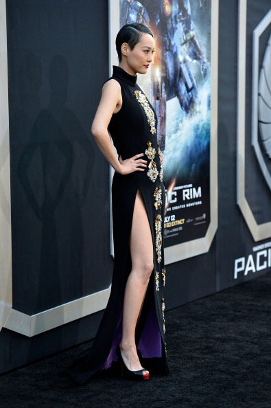 "Standing「Premiere Of Warner Bros. Pictures And Legendary Pictures' ""Pacific Rim"" - Arrivals」:写真・画像(17)[壁紙.com]"