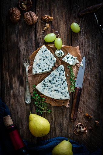 Walnut「Blue cheese on rustic wooden table」:スマホ壁紙(9)