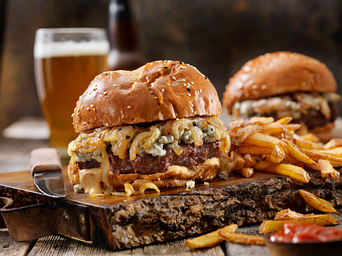 Venison「Blue Cheese and Grilled Onion Venison (Elk) Burger with Fries」:スマホ壁紙(17)