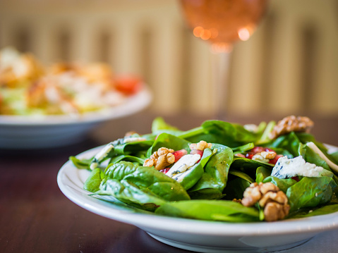 Walnut「Blue cheese and spinach salad with a glass of rose wine」:スマホ壁紙(12)
