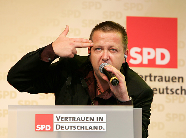 Mid Adult「German Chancellor Schroeder Campaigns in Dresden And Jena」:写真・画像(13)[壁紙.com]