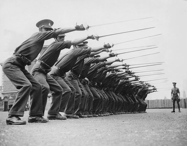 People In A Row「Weapons Training」:写真・画像(18)[壁紙.com]