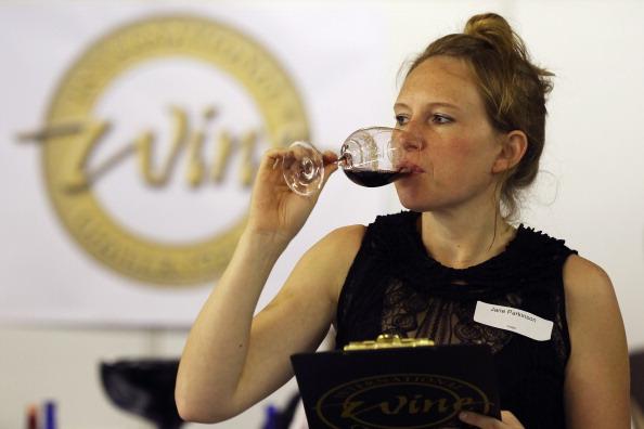 Dan Kitwood「Experts Judge The Annual International Wine Challenge Entries」:写真・画像(6)[壁紙.com]